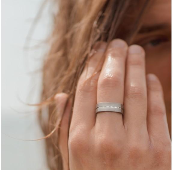 Neuro Single Line Titanium Ring
