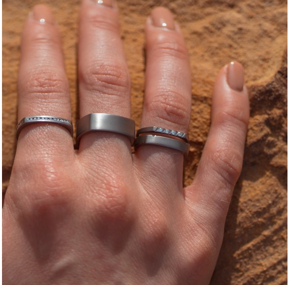 Chop Narrow Titanium Ring