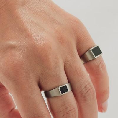 Dim Signet Ring